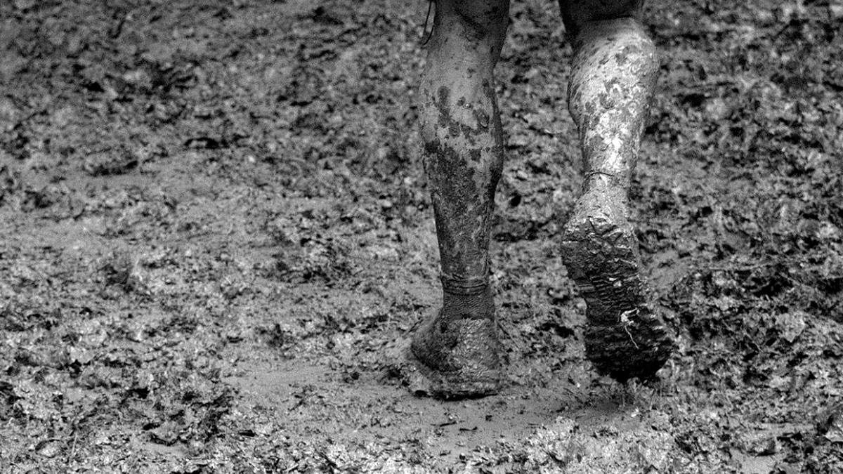 Sognando il fango. Ci cammini sopra